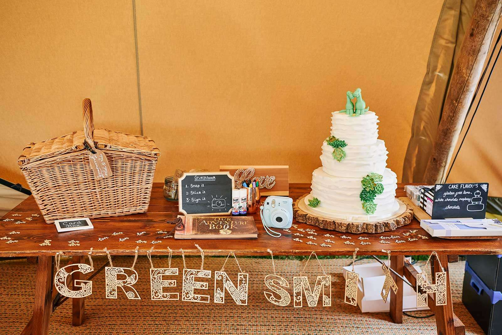 Wedding table arrangement with cake