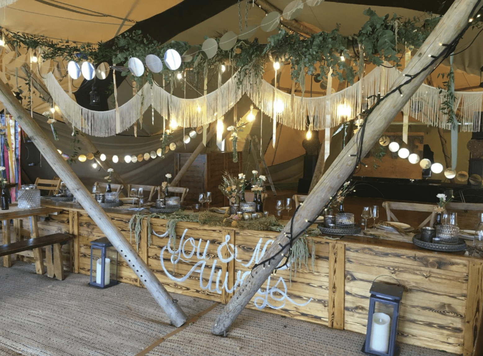 Top Table Inside Tipi